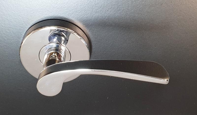 Polished Chrome Bedroom Door Handles Curved Design Lock And Handle